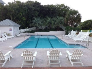 Oceanfront 6 Br, 4 Bath Townhome With Community Pool At End Of B Driveway
