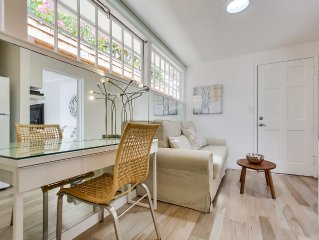 Beach Hideaway, Dog Friendly, Designer Studio With Private Patio And Parking!