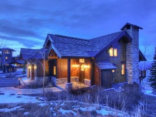 Spacious 4 BR Ski-In/Ski Out Town home in Empire Pass
