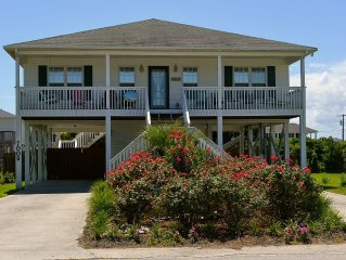 Beautiful 'Mayberry by the Sea' Author Home - Fenced Dog Yard