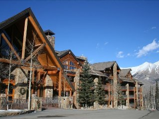 Luxury 2BR Condo with Stunning Mountain Views