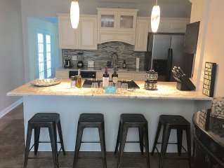 Recently Updated and Remodeled ~ 5 mins to Airport ~ 15 mins Downtown