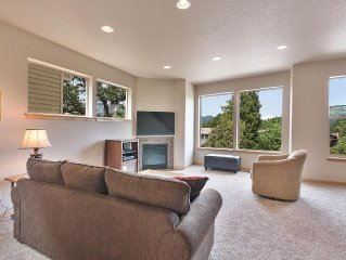 Modern view home in the center of Hood River and the Columbia River Gorge!
