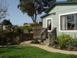 The Cottage- Your own fully equipped 1 bdrm house 2blks to the  beach