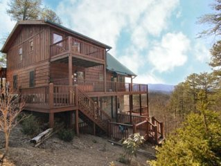 Secluded Luxury Cabin with Beautiful Mountain View