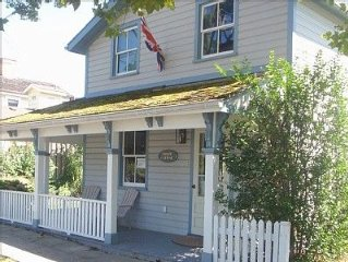 The Swayze Cottage: HISTORIC COTTAGE JUST STEPS AWAY FROM THE MAIN STREET