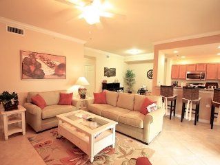 GORGEOUS, GROUND FLOOR, PET FRIENDLY WITH GOLF MEMBERSHIP!