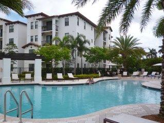 Luxurious Apartment: Pool, Hot Tub Gym - Sleeps 8
