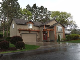Wapato Point Luxury and Privacy 4+ bd/6 bth- sleeps 14 (8 adults+ 6 kids)