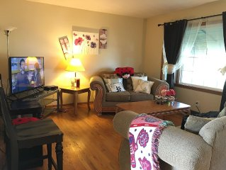 3-bedroom house with deck & large fenced-in yard. Near downtown, UNO & Creighton