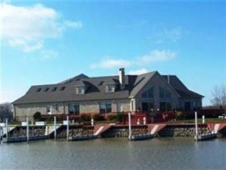 The Stone Manor - Lakefront - Catawba Island - 6 Boat Slips - Excellent Fishing!