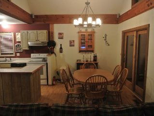 4BR - Mount Snow Ski Home in Chimney Hill - HOT TUB and Clubhouse Included