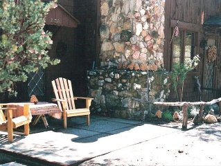 The Charming Idyllwild Pine Cone Cabin!