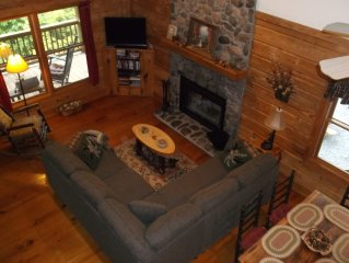 KNOTTY KNOLL LOG CABIN...Secluded-View-Wifi-Hot Tub-Fire Pit...5 Min To Town!
