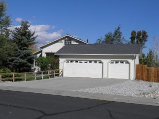 SCENIC LOCATION NEAR U.N.R. & DOWNTOWN, PET FRIENDLY, PRIVATE YARD & RV PAD