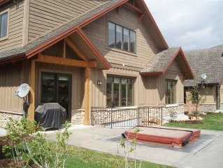LUXURY LODGE HOME-8 BEDROOM/4 BATH * FAMILY REUNION* MEMORABLE SKI TRIP*