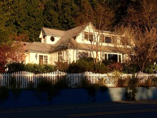 Mutiny Bay Hideaway - Loads Of Charm, Character, Water/Mtn View and Beach Access