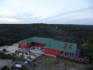 Gorgeous Hill Country Get Away For The Entire Family! Close To The Frio River!