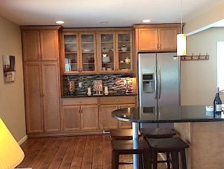 Richfield Charmer Close To MOA, MSP & Major Freeways!