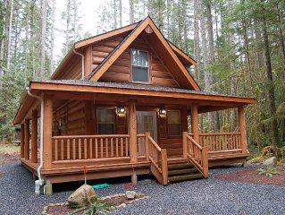 Log Cabin near Mt Baker. BBQ and wrap around deck. WiFi Provided.