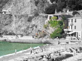 A house like a boat: really belonging to the sea but in the heart of Monterosso