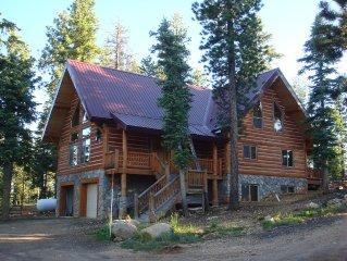 Majestic 5 Bedroom Cabin Sleeps 22 - $400/Night!