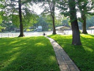 Lakefront getaway on McQueeney