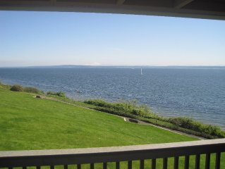 4 BR Waterfront Condo with Pool and Beach Club Access