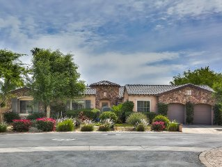 Walk to Coachella & Stagecoach. Private Pool, Spa, Firepit, Pool Table, Casita