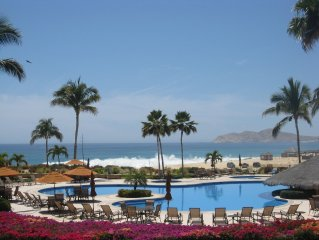 Beachfront Paradise One Bedroom Poolside Condo Spectacular View FREE WIFI