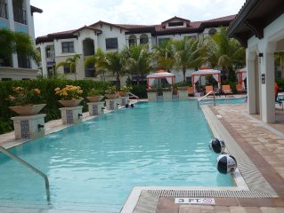 Miramar Apt: Pool, Hot Tub, Gym  - Sleeps 7