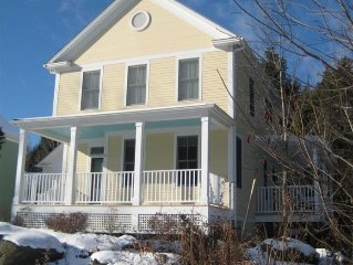 Village Location, Perfect for Families, Hottub, Sauna, Pooltable,Large Game Room