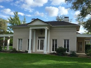 Historic Lodi Compound; 2 stunning homes, by wineries, bird watching, hikes