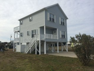 Family-friendly home one block from the beach with Wifi sleeps 8