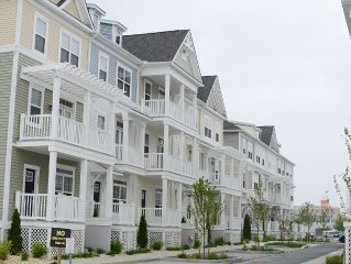 Brand New 4-Bedrooms/3.5-Bath Townhouse 69th St Bayside 1 Block To The Beach