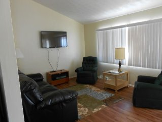 'The Look Out' unit 4; 3 bdm Condo on the Lake, private deck; Holly Hock Rentals
