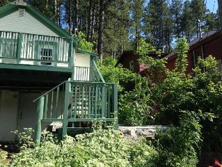Last minute getaway in the hills with a rustic miners den appeal