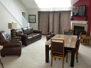 * Free night in November * - 5BR/3BA w/ 2 Masters on Main Channel -7 Bed