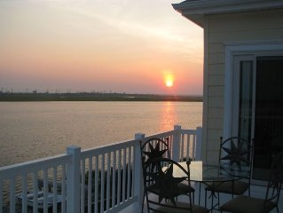 Enhanced Sanitation - AMAZING VIEWS with 4 decks with BBQ/Yard! Model HOME