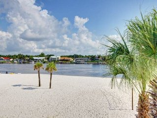Luxury Beachfront Home - 4 Bdrm / slps 10, Gated Community - Opt. 30ft Boat Slip
