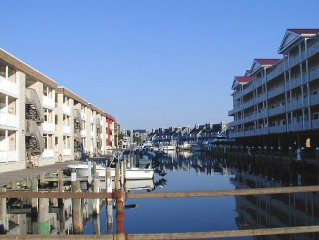 Waterfront w/boat slip - Downtown - close to everything - Great for familes!