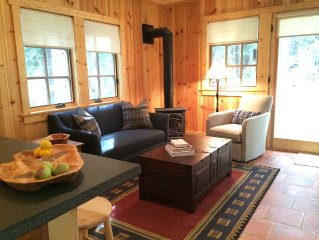 Cozy cabin 4 blocks from the Lake, Knotty Pine paneling throughout
