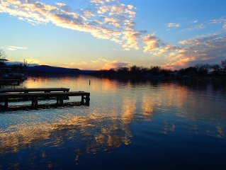 Hacienda on open water & beautiful sunset & mountain views! Constant level lake