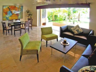 Luxury 2 Bedroom 2 Bath Waterfront Condominium in Paradise!!