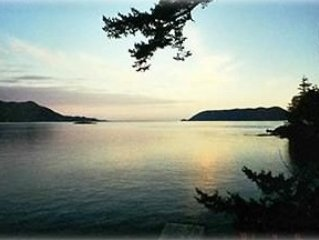 Orcas Island Waterfront Vacation Home W/ Private Beach Amazing views