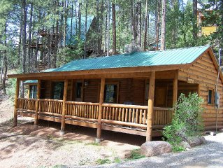 'Piney Woods' Lake Front Log Cabin
