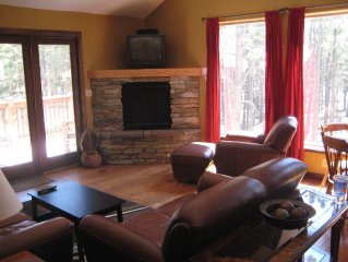 Awesome Mountain Getaway! 15 minutes from Angel Fire, in the forest!