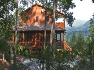 Fabulous Custom Cabin with Great Mountain Views in Ellijay with WiFi