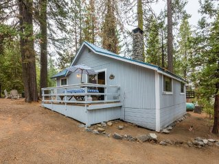 Cute 2/1 West Village Cabin on Madrone Lane
