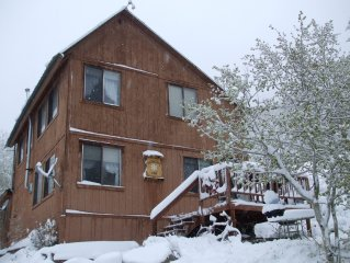 Classic Ski House- Sleeps 10, 5 Minutes to Monarch Mountain!